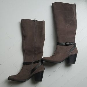Crown vintage knee high heeled leather boots 9 M
